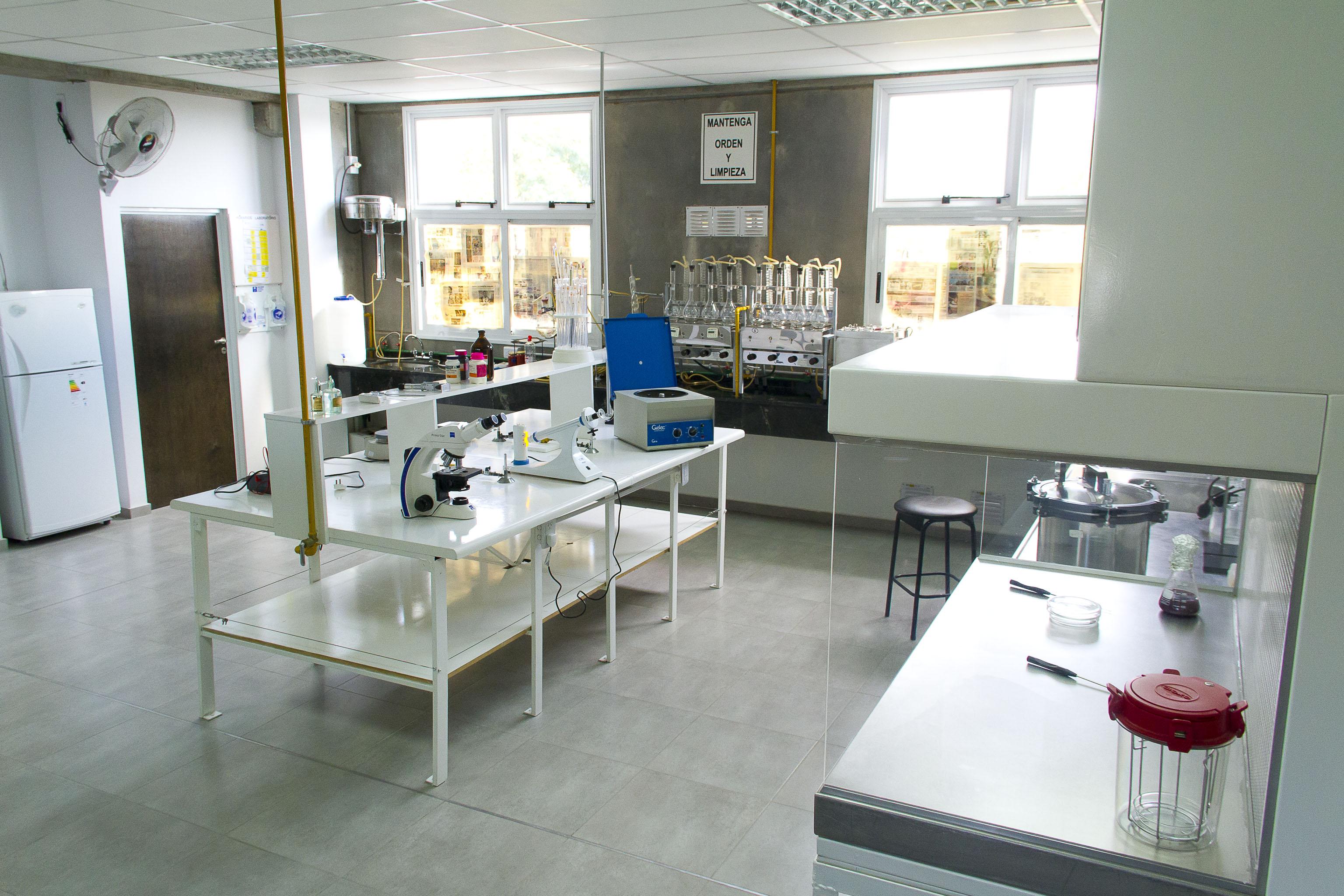 Laboratorio de ciencias b sicas ies 9 015 for Mobiliario para estudiantes